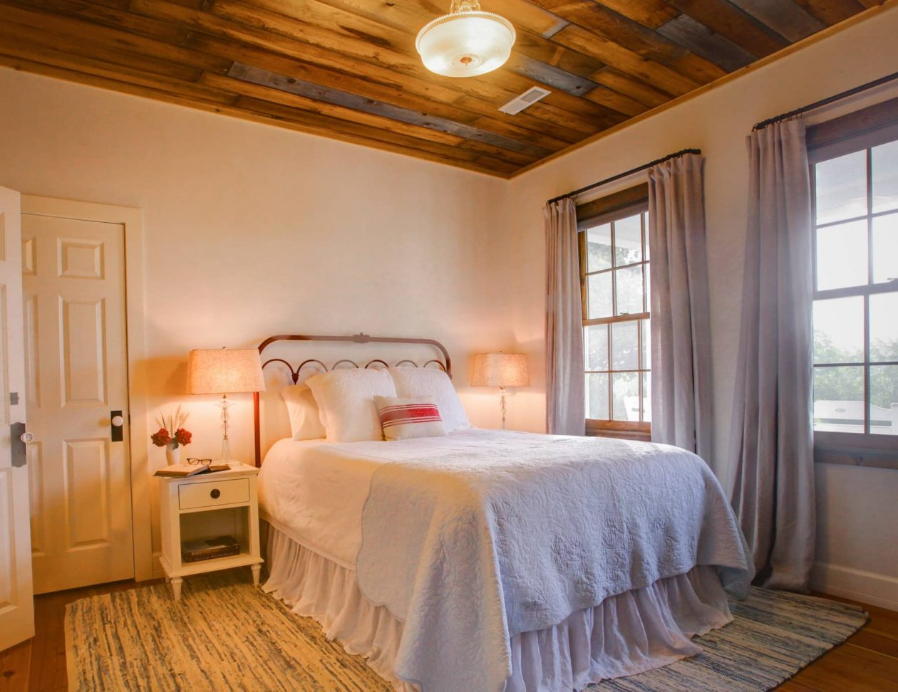 Elizabeth Paxton Suite with a queen bed and hardwood floors in Lexington, VA