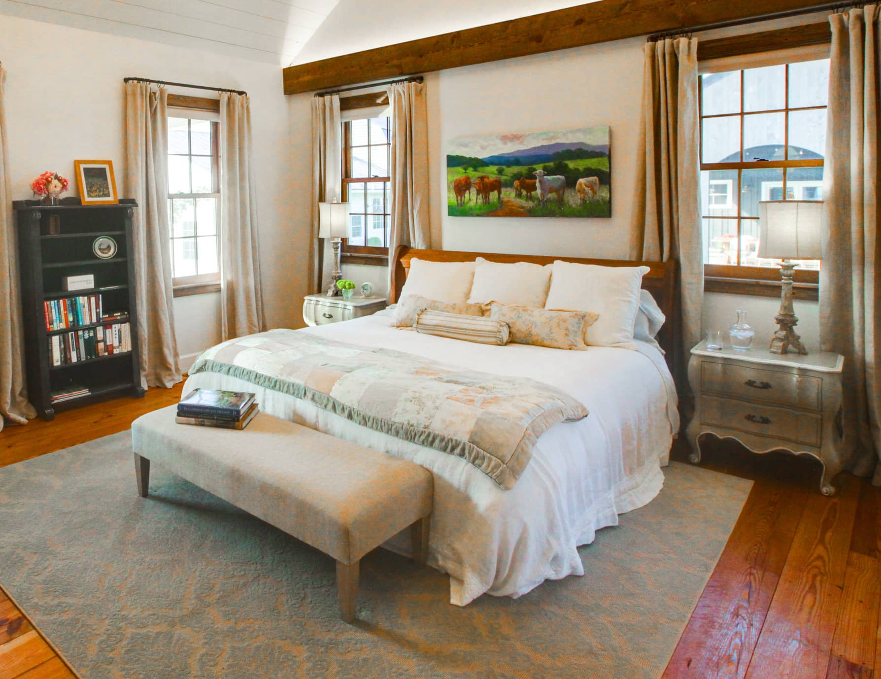 King bed in a spacious room with high ceilings at a Lexington, Virginia Inn