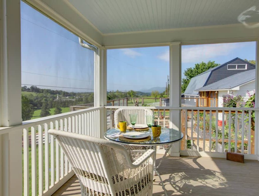 Screened Porch at the Cottage - Virginia B&B