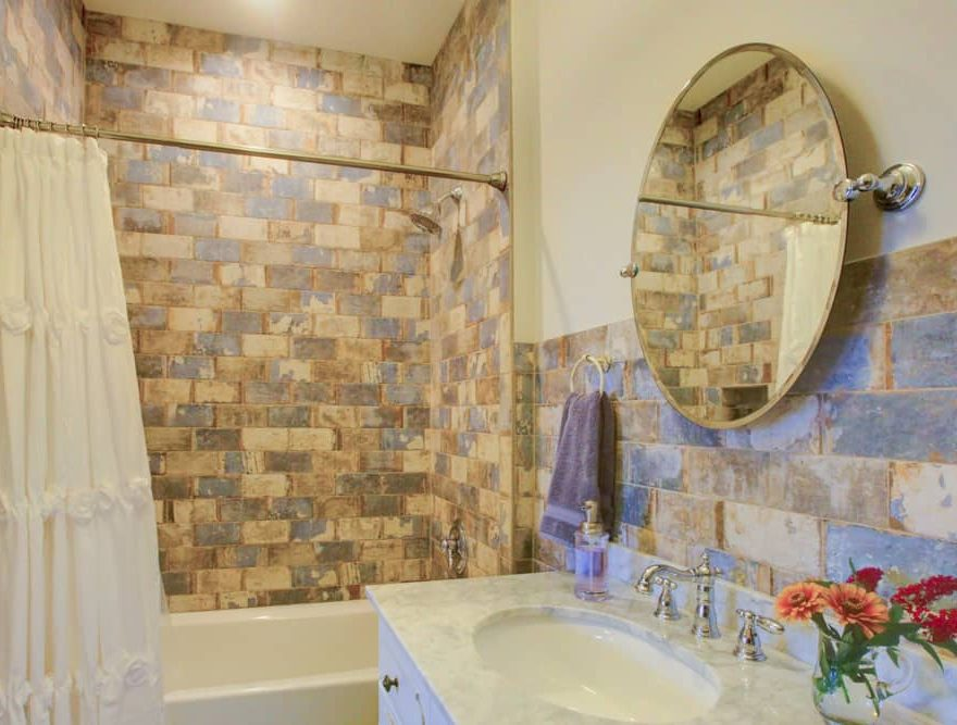 Shenandoah Valley Inn - Bathroom